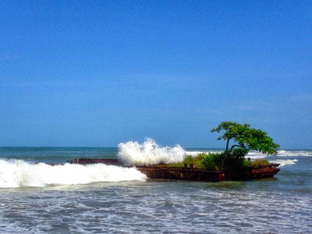 Puerto Viejo Shipwreck Island